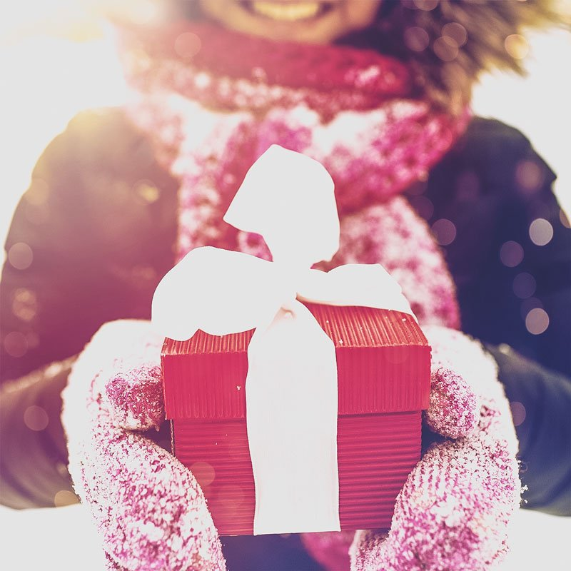 """Close-up of a woman with a red gift box and a white band. """"width ="""" 800 """"height ="""" 800 """"/> <img class="""